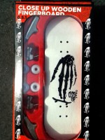 CLOSE UP SKULL HAND WHITE MODEL 31MM MEDIUM CONCAVE