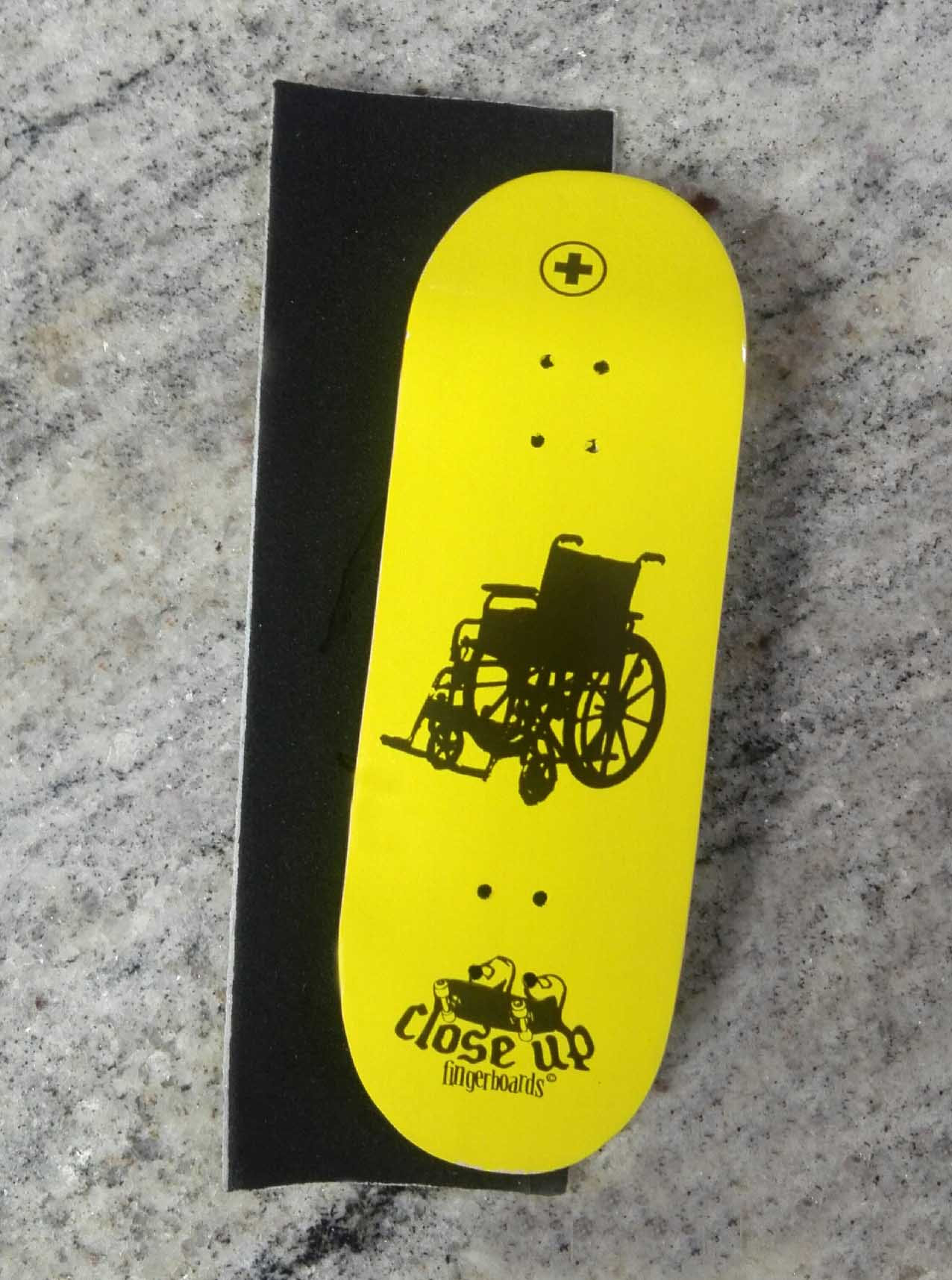 BOARD CLOSE UP ROLLING CHAIR 33MM MEDIUM CONCAVE + RIPTAPE – 9,90 € ($11,09 USD)