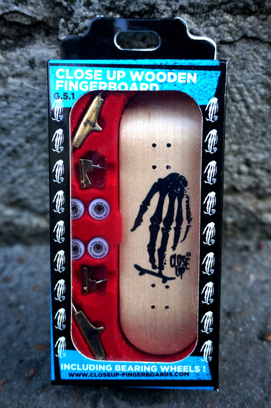 Complete Close Up Skull Hand Wood 31mm