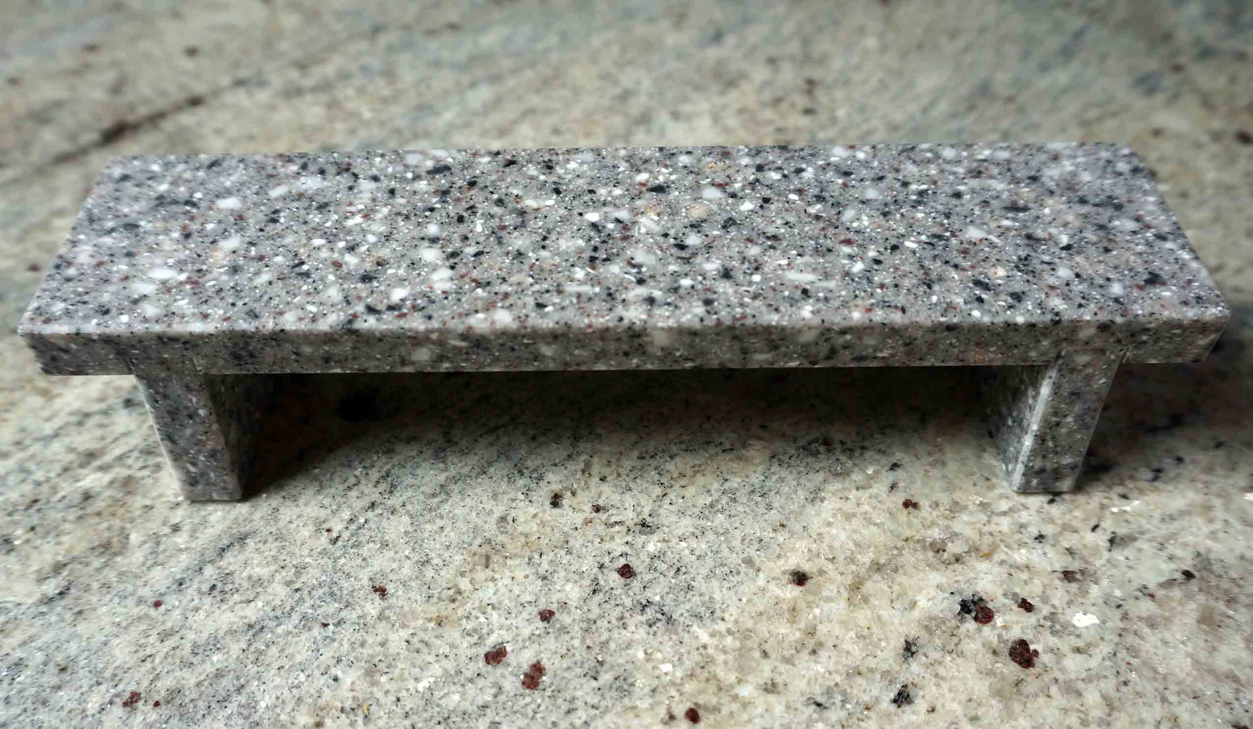 CLOSE UP FLAT BENCH GRANIT MODEL 14,50 € ($ 17,00)