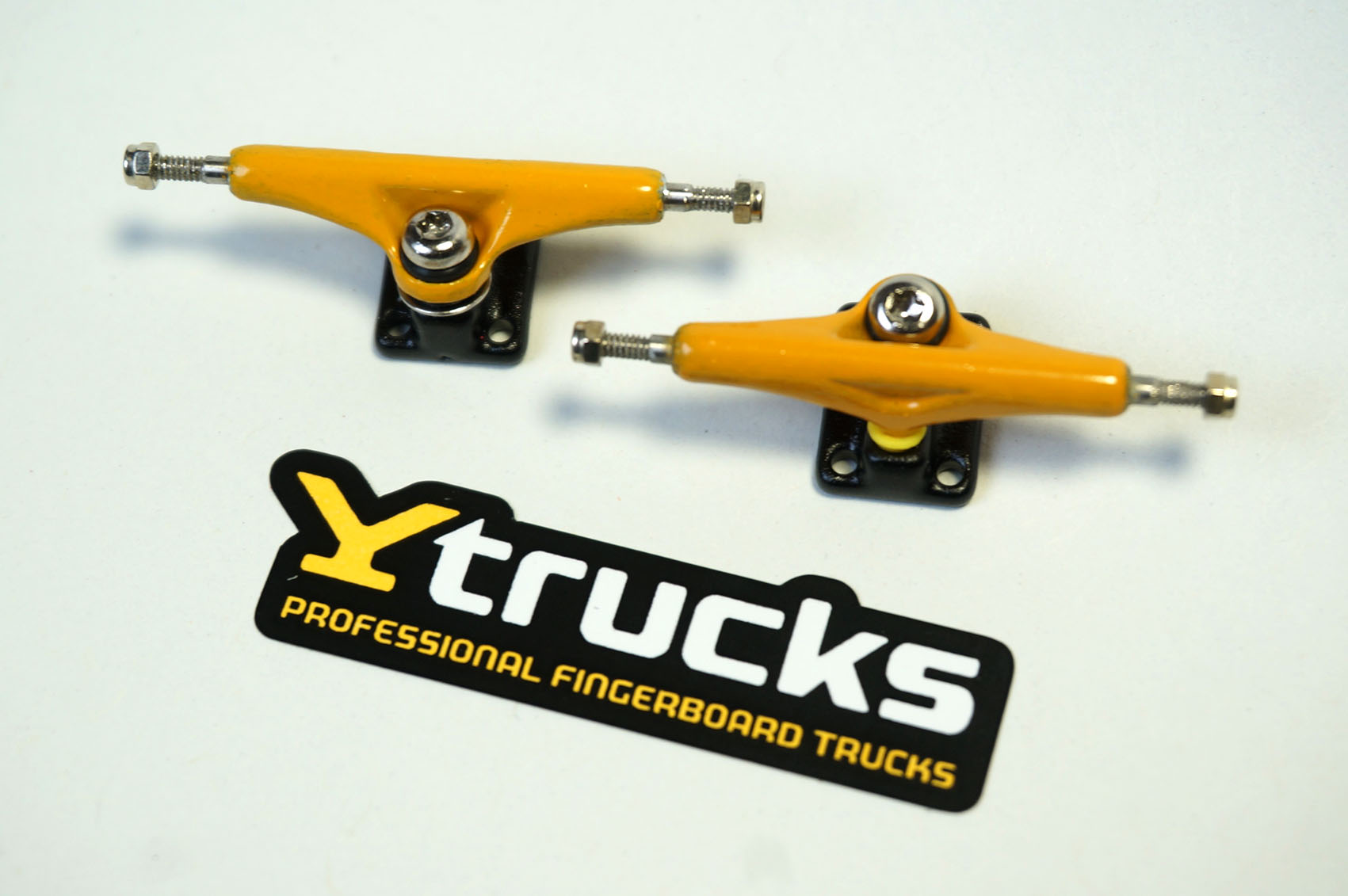 NEW YTRUCKS YELLOW 32MM WIDE: 39,90 € ($ 48,90)