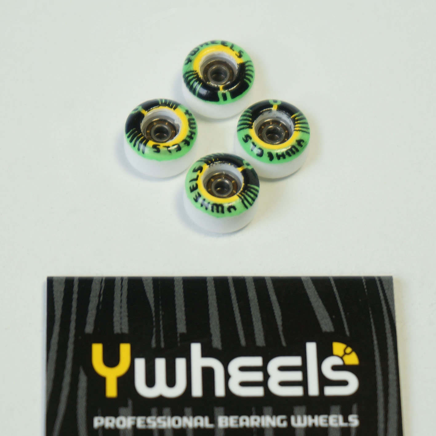 YWHEELS DUAL WHITE GRAPHIC GREEN: 34,90 € ($ 42,70)