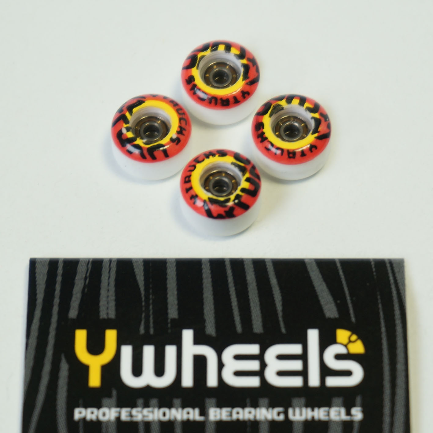 YWHELLS DUAL WHITE GRAPHIC RED: 34,90 € ($ 42,70)