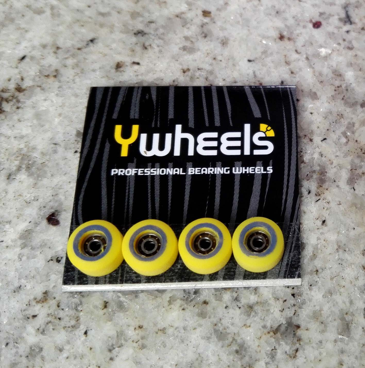 YWHEELS DUAL CLASSIC YELLOW : 34,90 € ($ 42,70)
