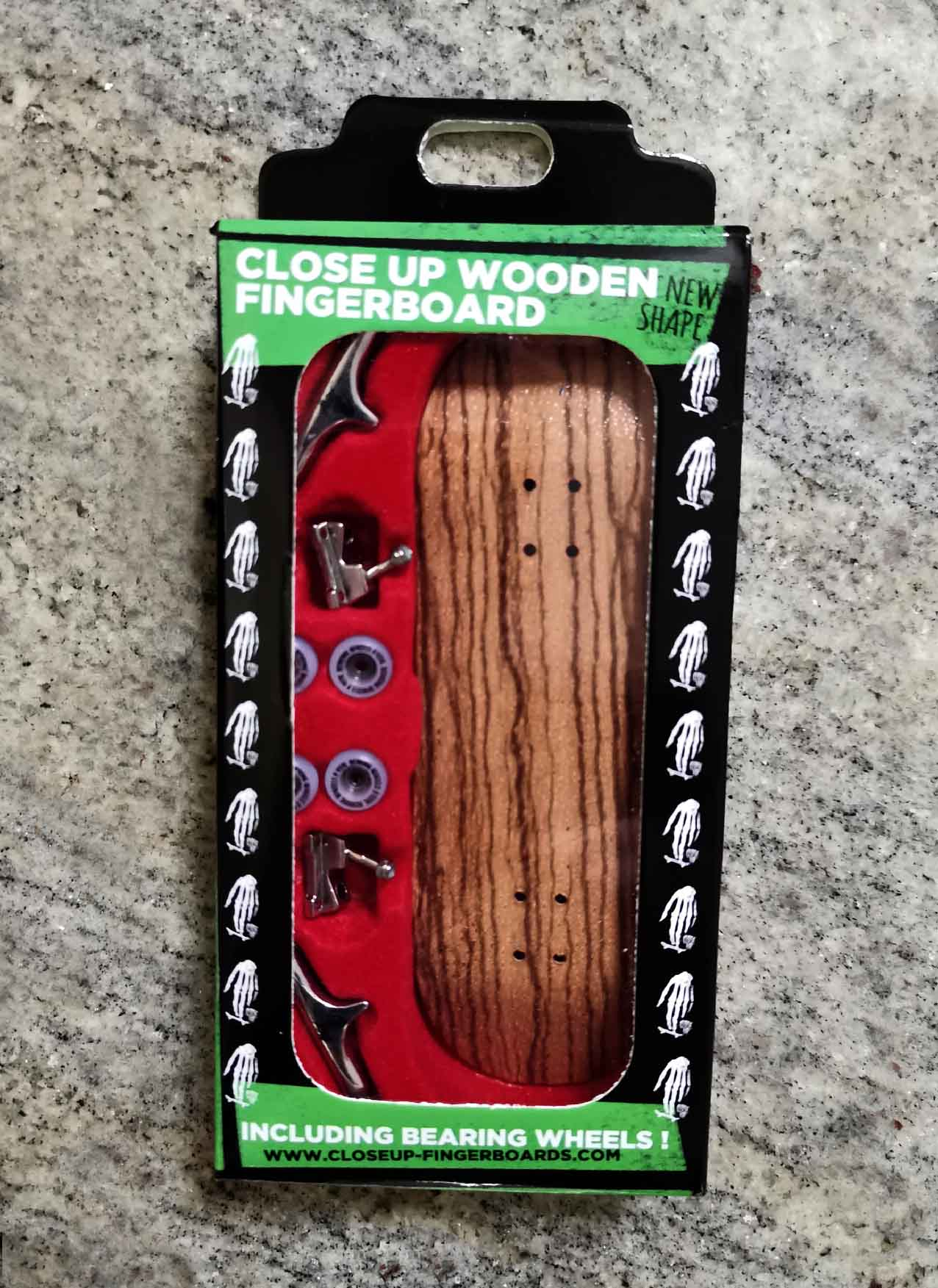 CLOSE UP COMPLETE SET ZEBRA WOOD 33MM MEDIUM CONCAVE – 26,00 € ($ 28,50)